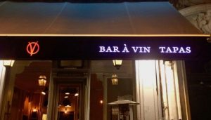 lambrequin leds exemple bar a vins clausio